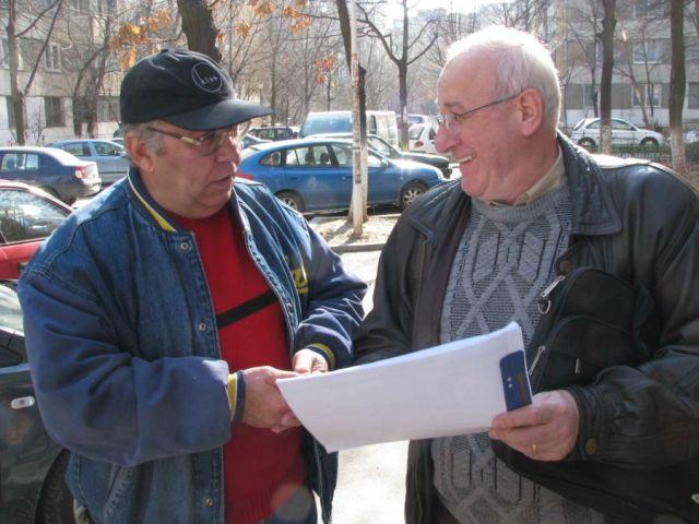 Costica Mocanu si Eugen Lazar cu listele in mana