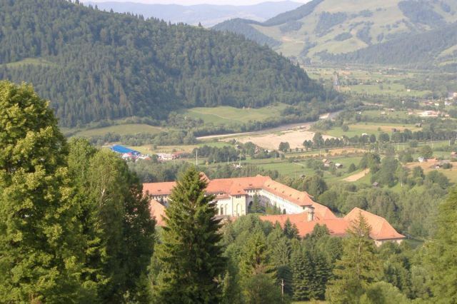 Liceul Militar in peisaj bucovinean , foto: Lacramioara Cristea