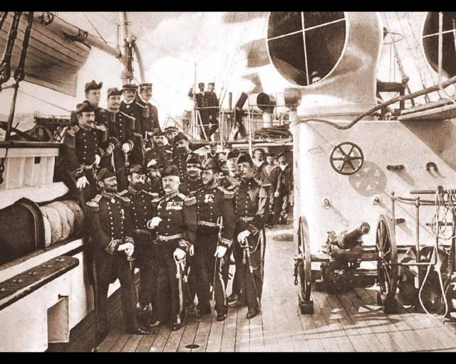 Ofiteri ai marinei romane, pe crucisatorul Elisabeta