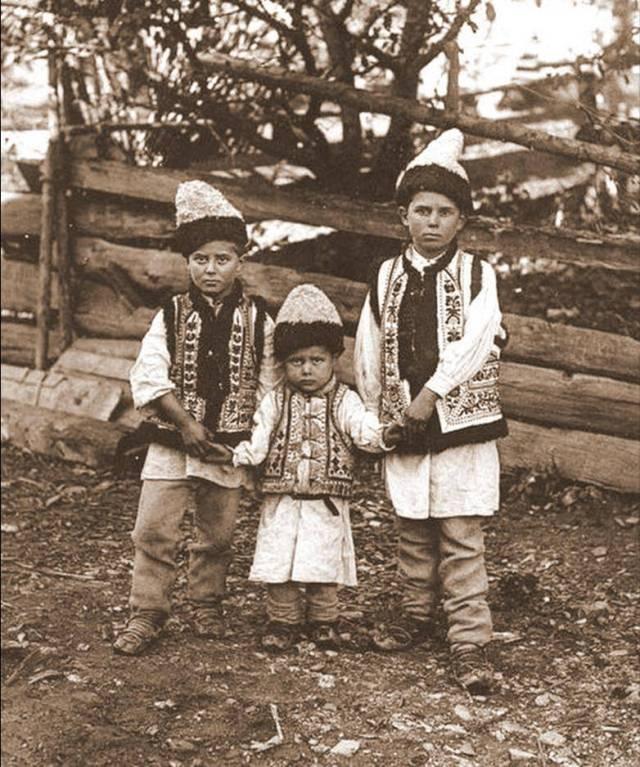 Copii din Brosteni, Suceava