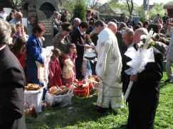 Sfintirea bucatelor si copiilor