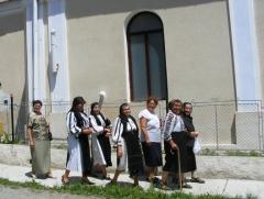 Femei din Valea Viilor in Duminica Rusaliilor