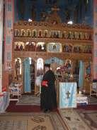 In fata altarului