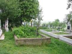 Micul cimitir din jurul bisericii
